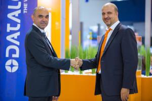 Da sinistra, Donato Montanari, General Manager della Business Unit Machine Vision in Datalogic, a destra Luca Galluzzi, Direttore Generale di B&R Automazione Industriale