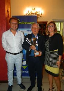 La premiazione del primo classificato: da sinistra Roberto Rossi, Paolo Bordignon e Maria Pistone