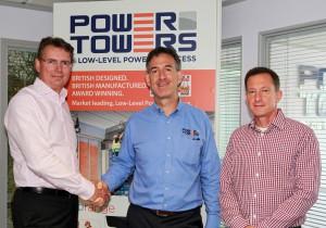 Da sinistra Karel Huijser, vice presidente e general manager JLG EMEA, Brian King, amministratore delegato Power Towers Ltd e Mark Richardson, direttore dello sviluppo di prodotto Power Towers Ltd