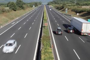 tir-trasporti-camion-autostrada-autrostrade-fotolia-750